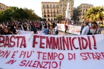 Una manifestazione contro il femminicidio