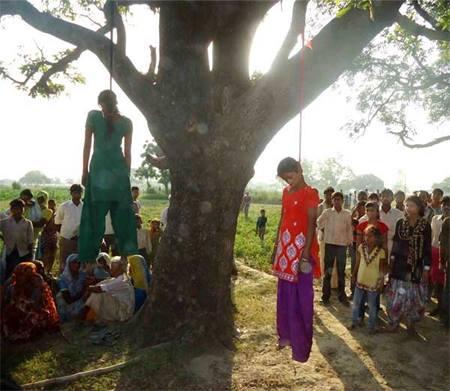 Le due sorelle prima rapite e poi impiccate in India